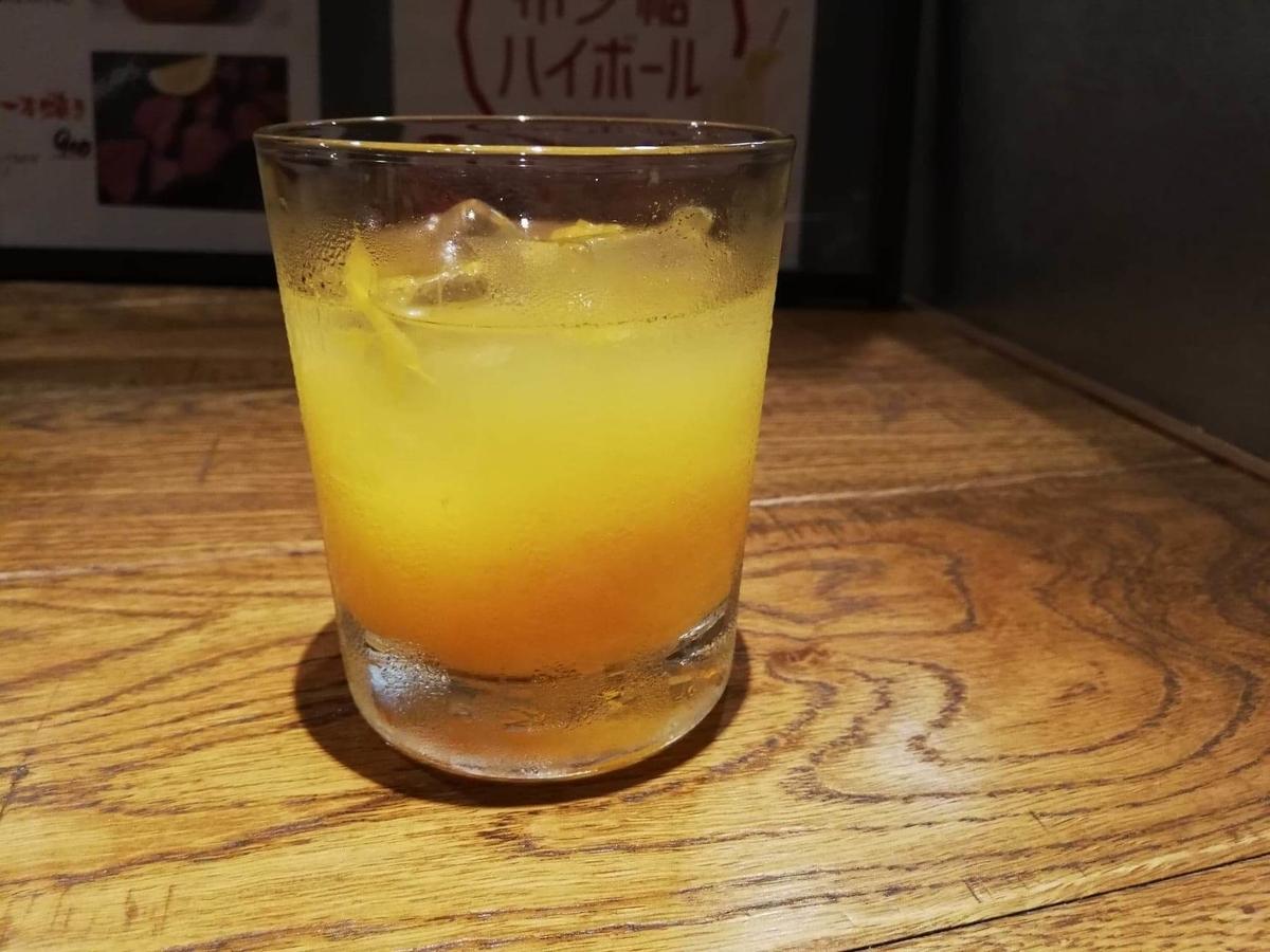 香川県高松市『瀬戸内豚料理紅い豚』のあらごしみかん酒ロックの写真