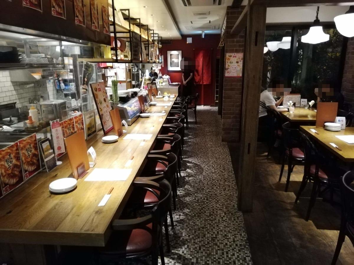 香川県高松市『瀬戸内豚料理紅い豚』の店内写真①