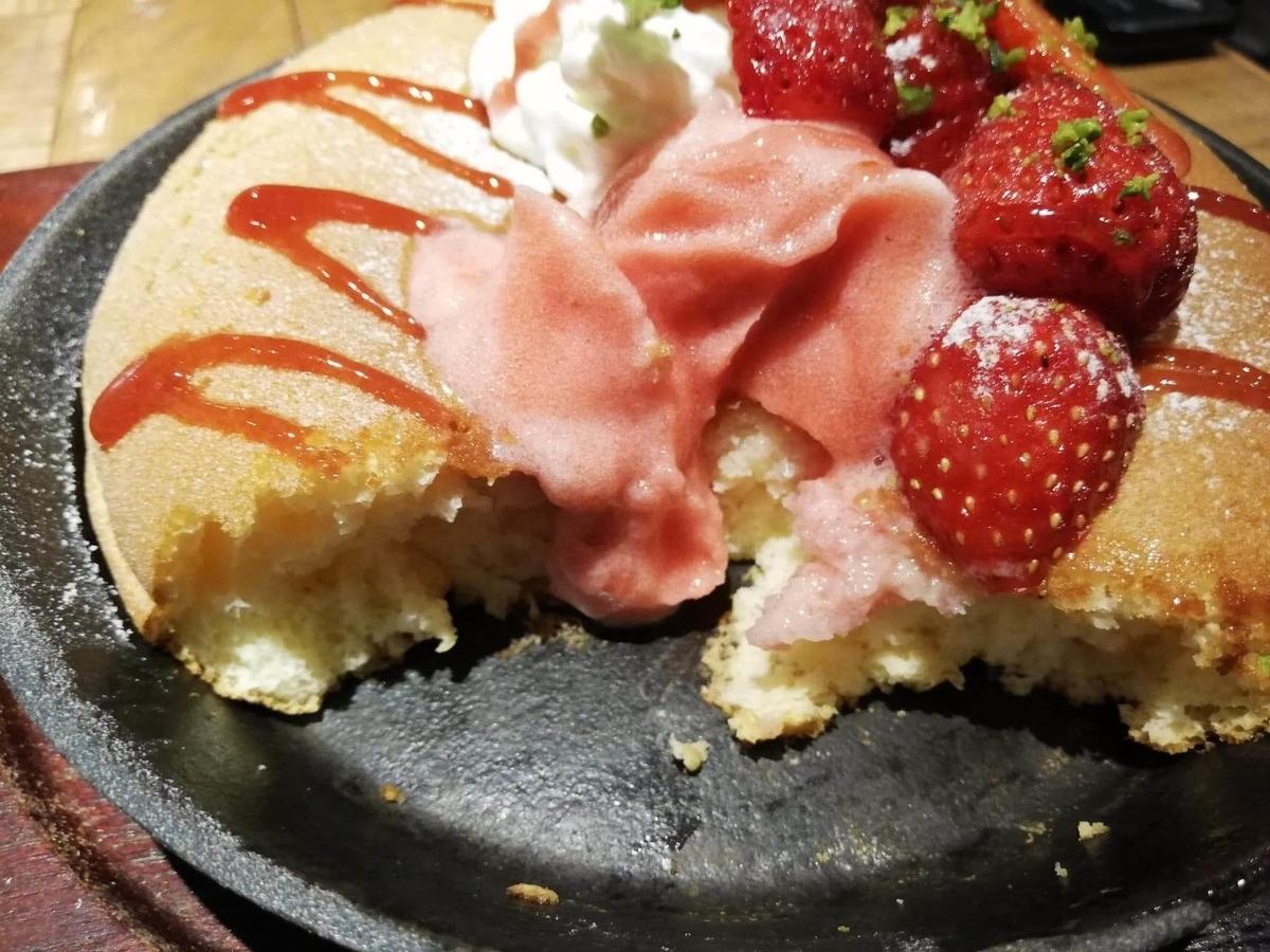 大宮『ドトール珈琲農園』のストロベリーパンケーキの写真