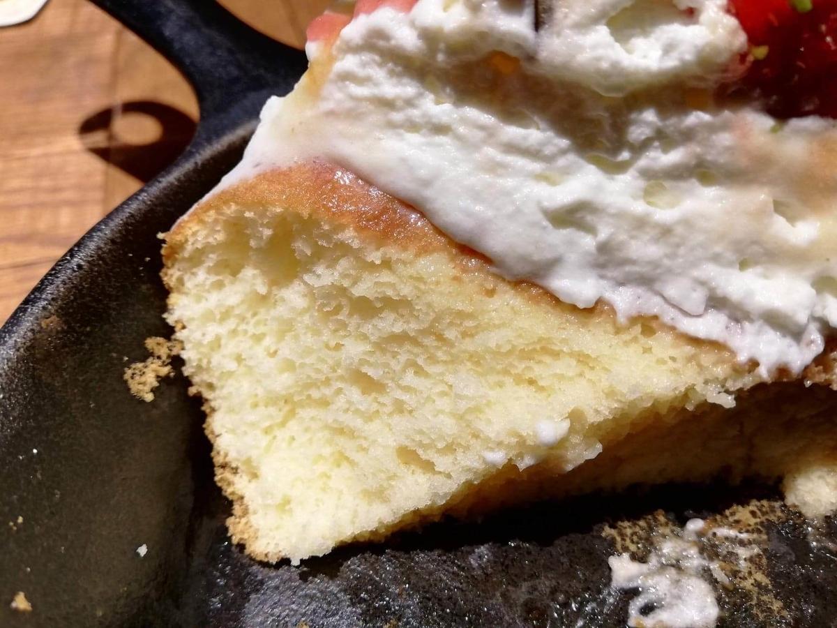 大宮『ドトール珈琲農園』のストロベリーパンケーキの断面写真