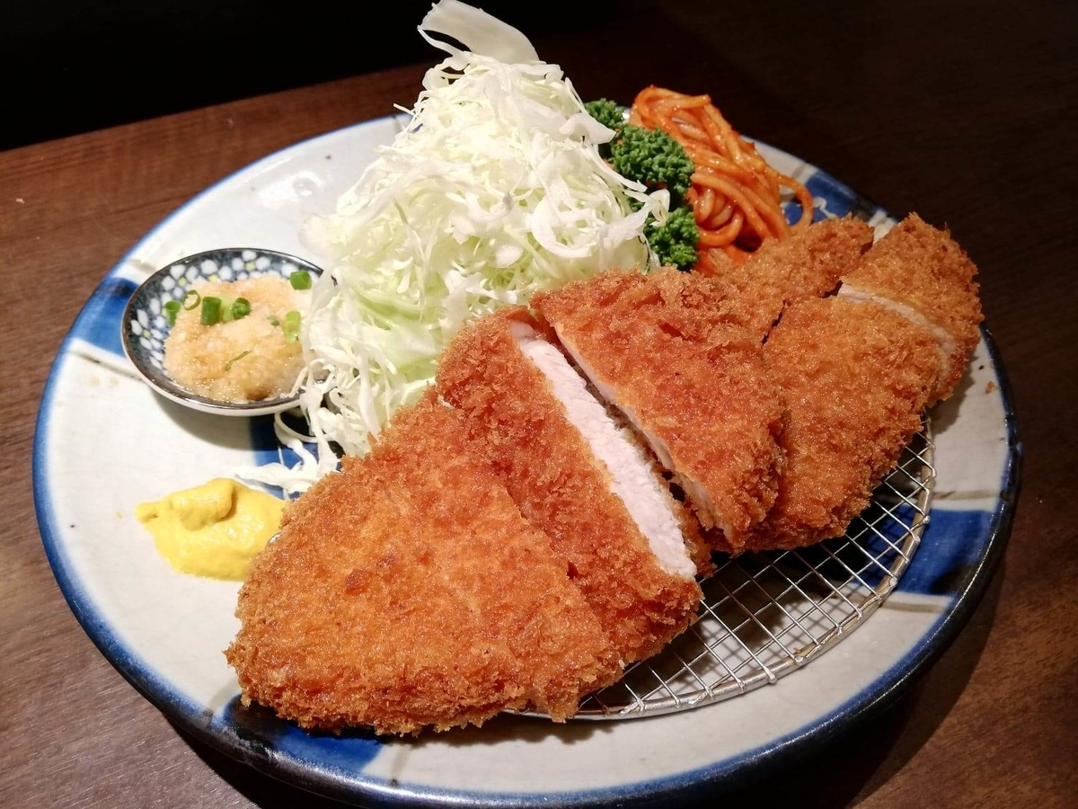 高田馬場『とん久』の合い盛り定食のアップ写真