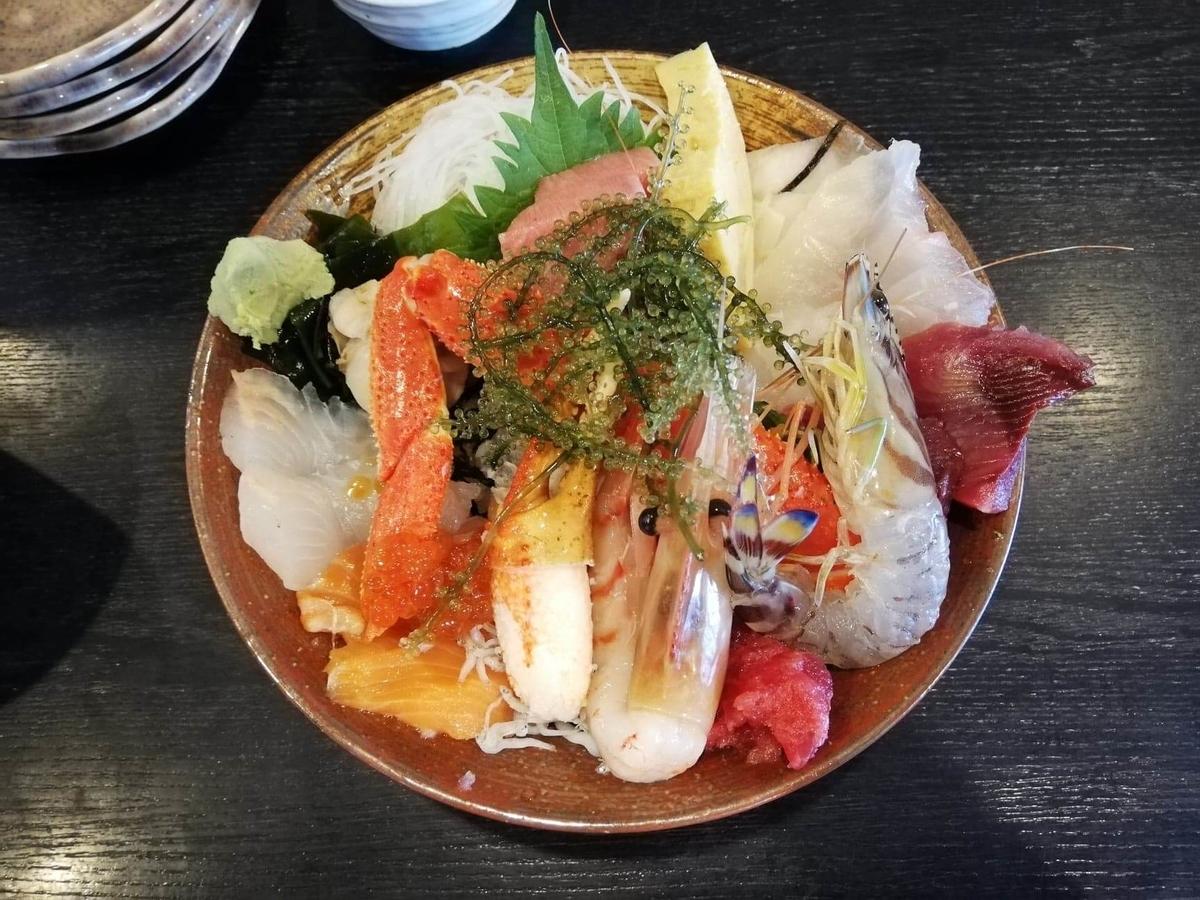 北千住『市場食堂さかなや』の極上海鮮丼の写真