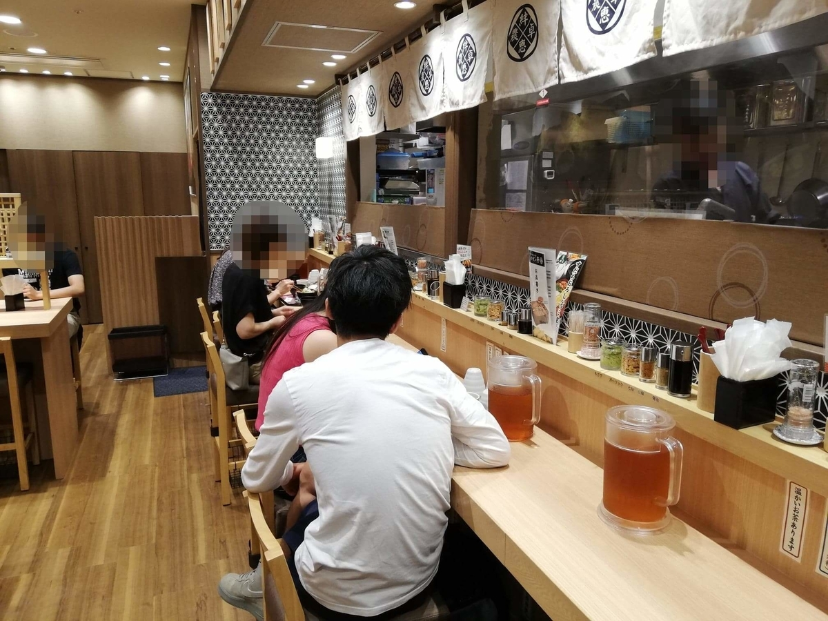 大阪『ビフテキ重・肉飯 ロマン亭』の店内写真②