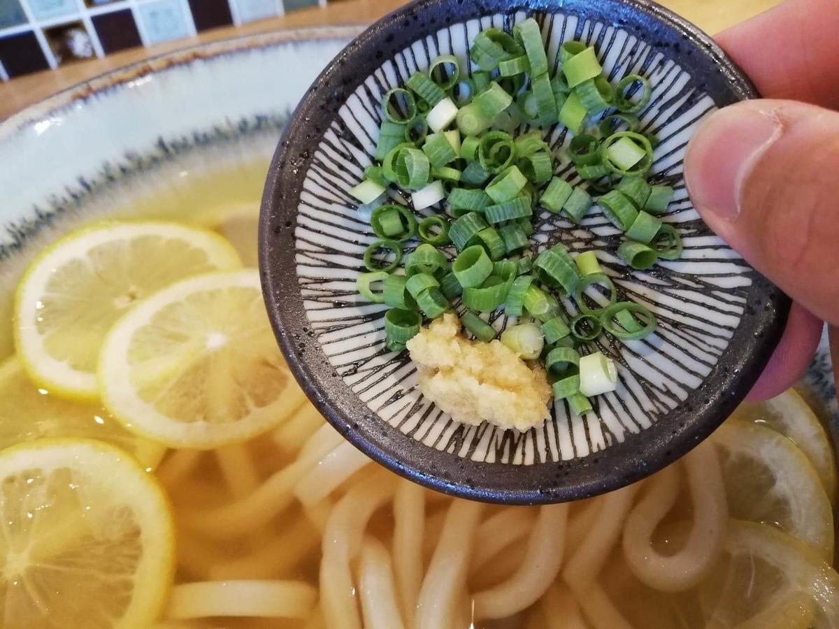本川越『うどんとお酒土麦』の調味料の写真①
