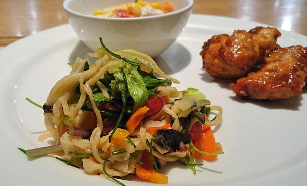 干し野菜と豆腐ヌードルのエスニックサラダ