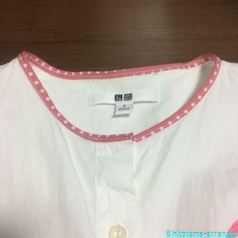 ピンクのパイピングがしてある白シャツの衿元の画像