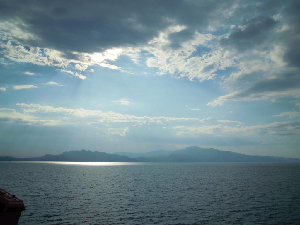 小豆島に向かうフェリー上からの景色