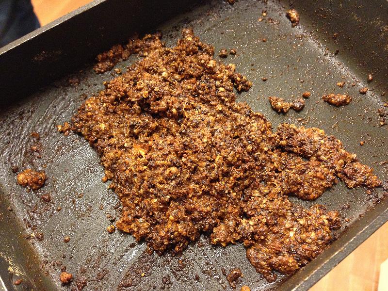 スパイスを油で炒める