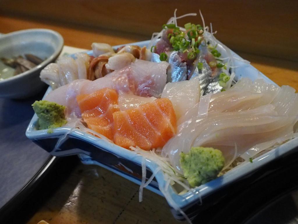 江戸松のお刺身、サンマなどがメインのお皿