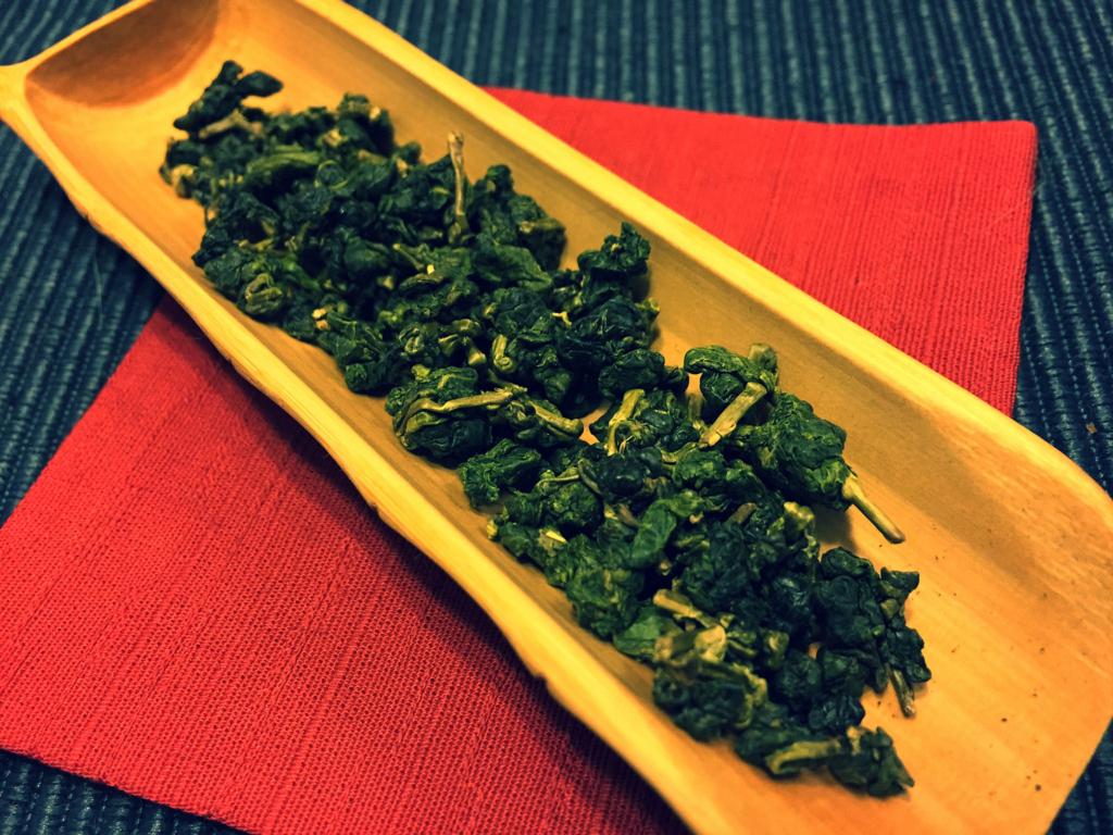 半球型の杉林渓烏龍茶