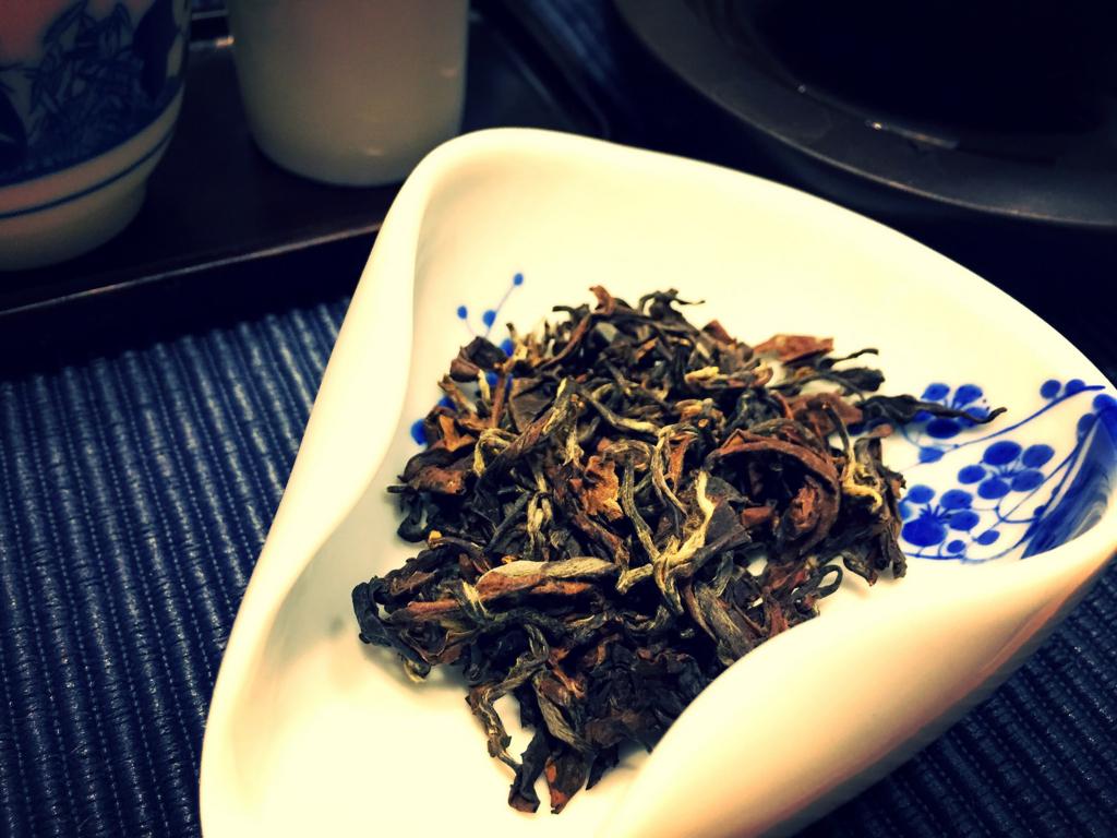 東方美人の茶葉