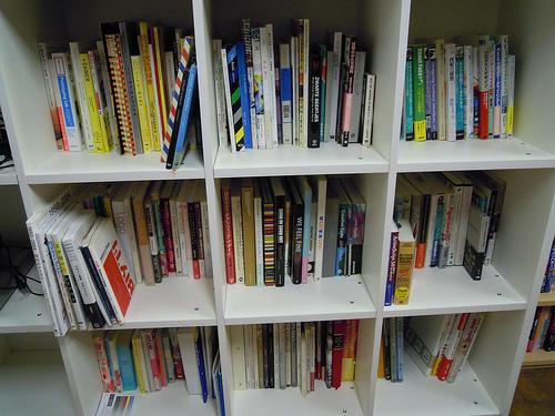 オフィスの本棚