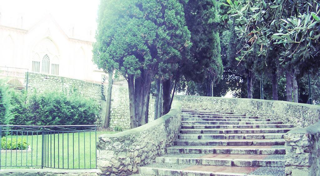 どこかに続く階段