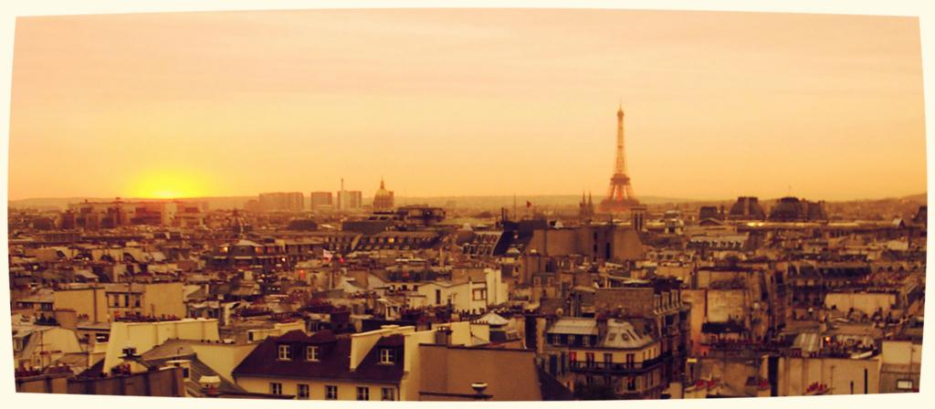 パリの街の夕焼け