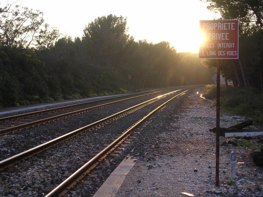 カリー=ル=ルエ駅から見た線路