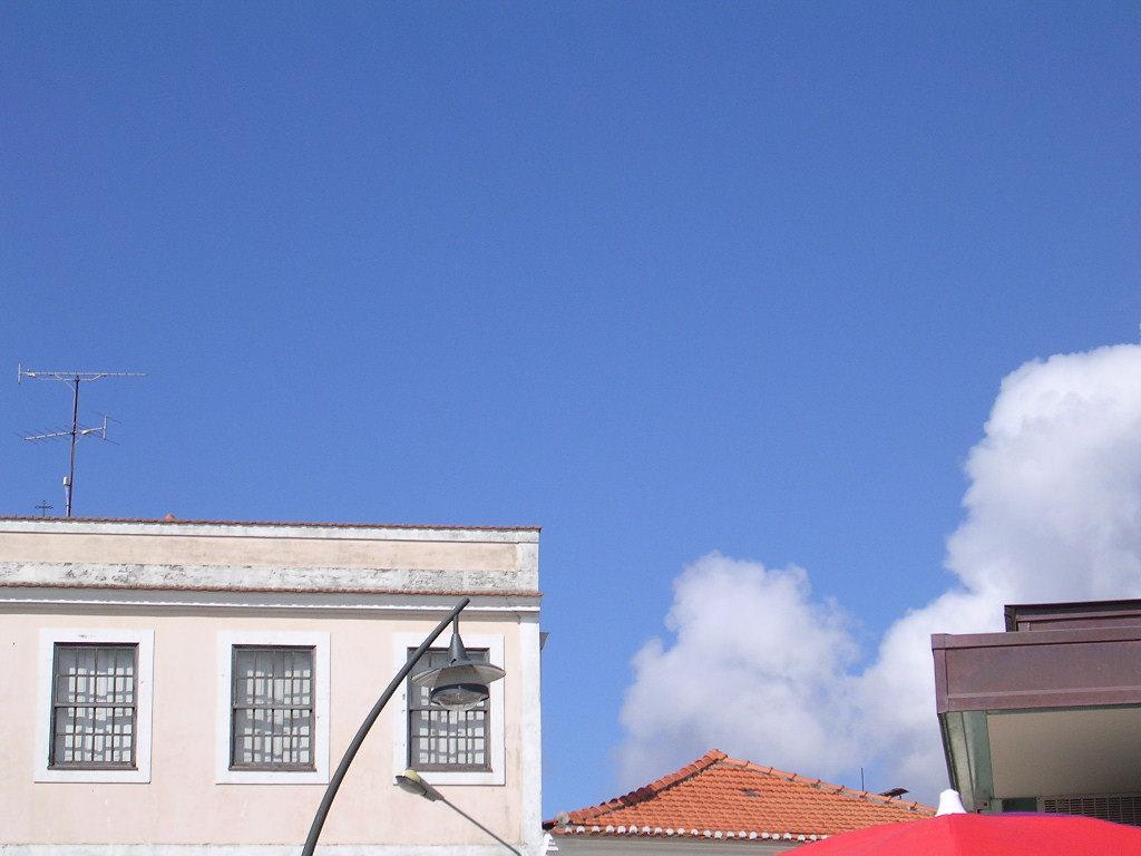 建物と空のコントラスト