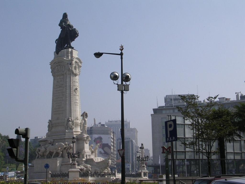 ポンバル公爵とライオンの像
