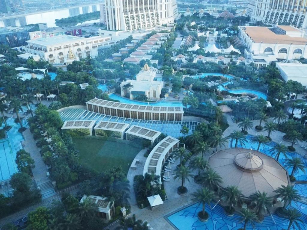 ギャラクシーマカオリゾートの巨大プール
