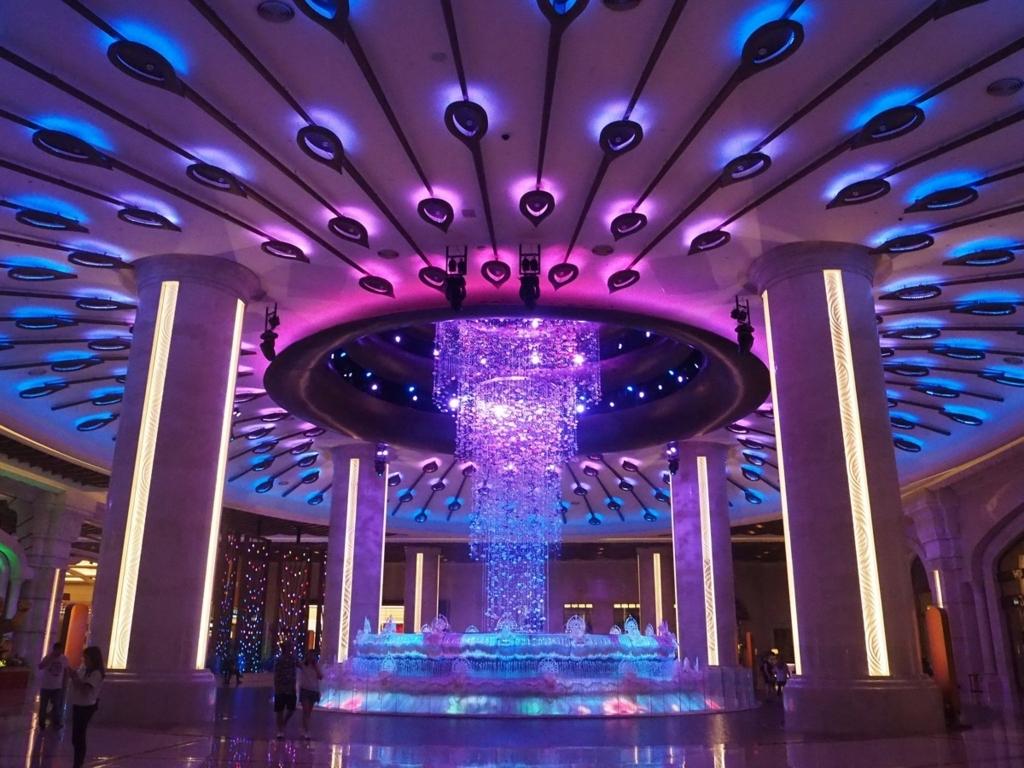 ギャラクシーマカオのカジノ入口にあるフォーチュンダイヤモンドの噴水