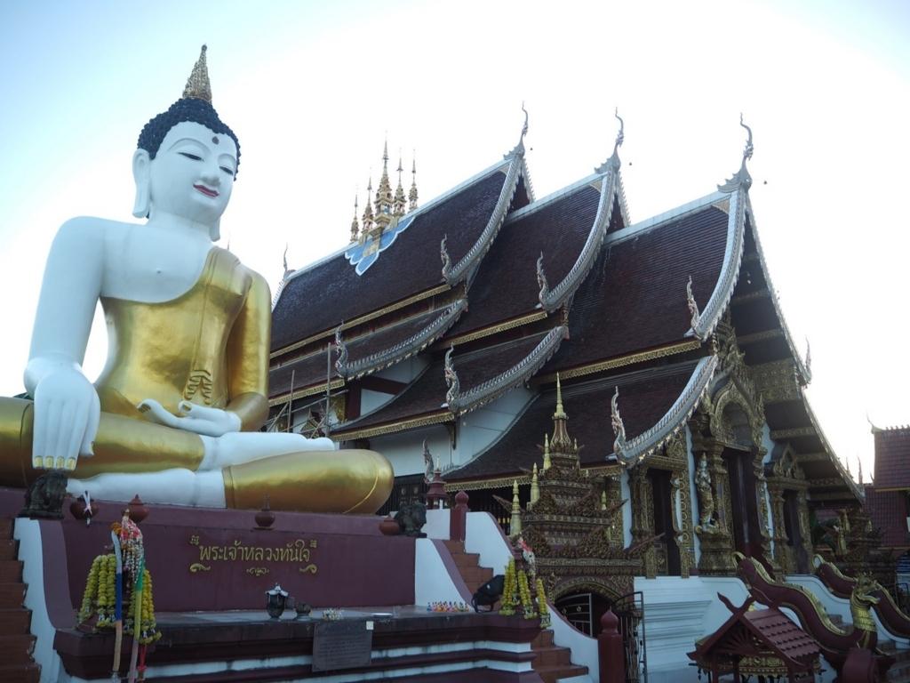 ワット・ラジャモンティエンの巨大な仏像