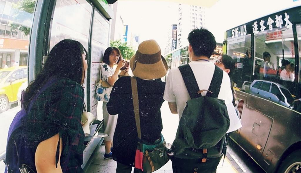 バス停で乗り方を調べる