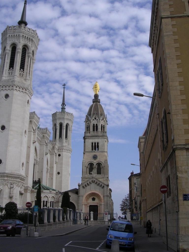 フルヴィエールノートルダム大聖堂の裏側