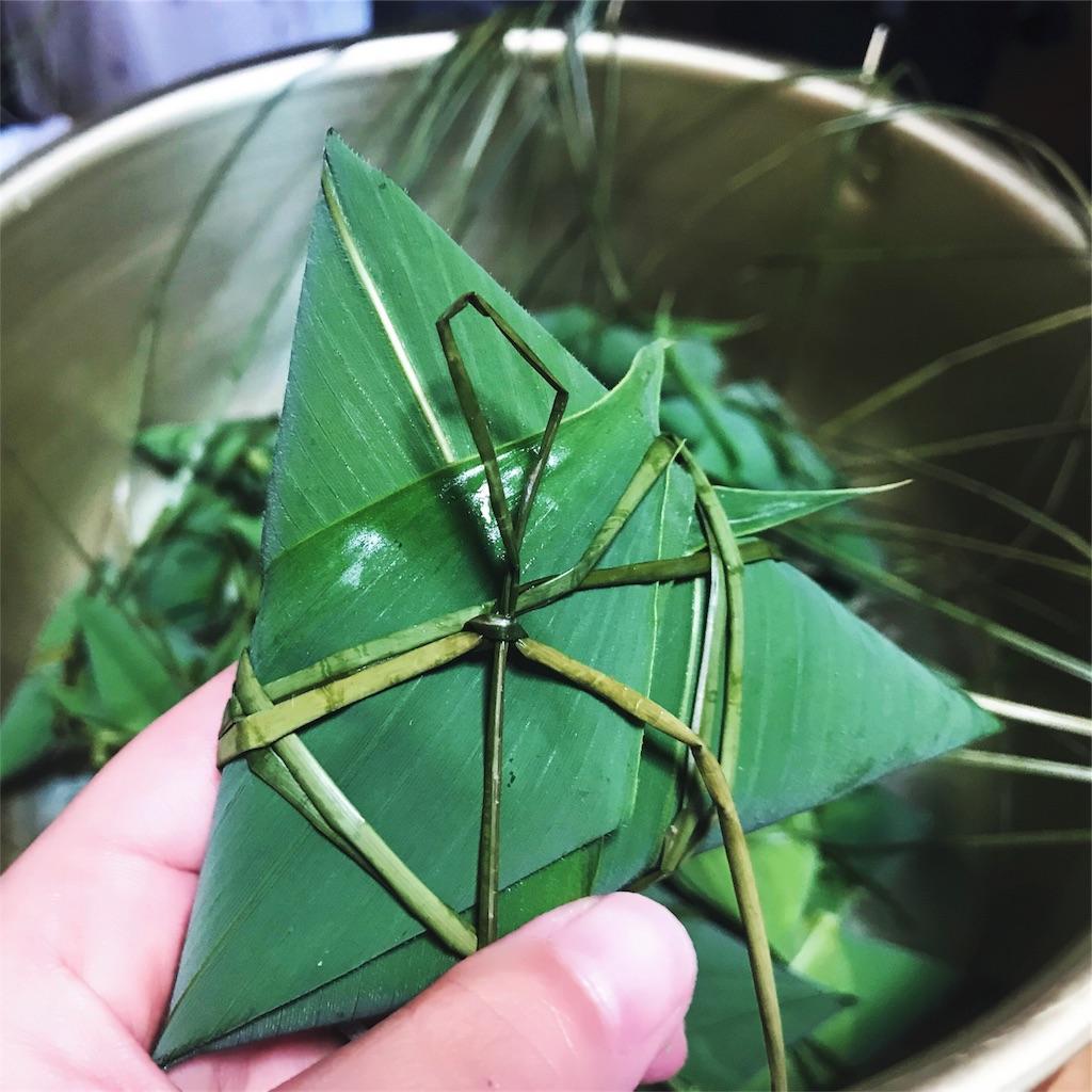 笹の葉で巻いて藺草で結んで作った三角ちまき