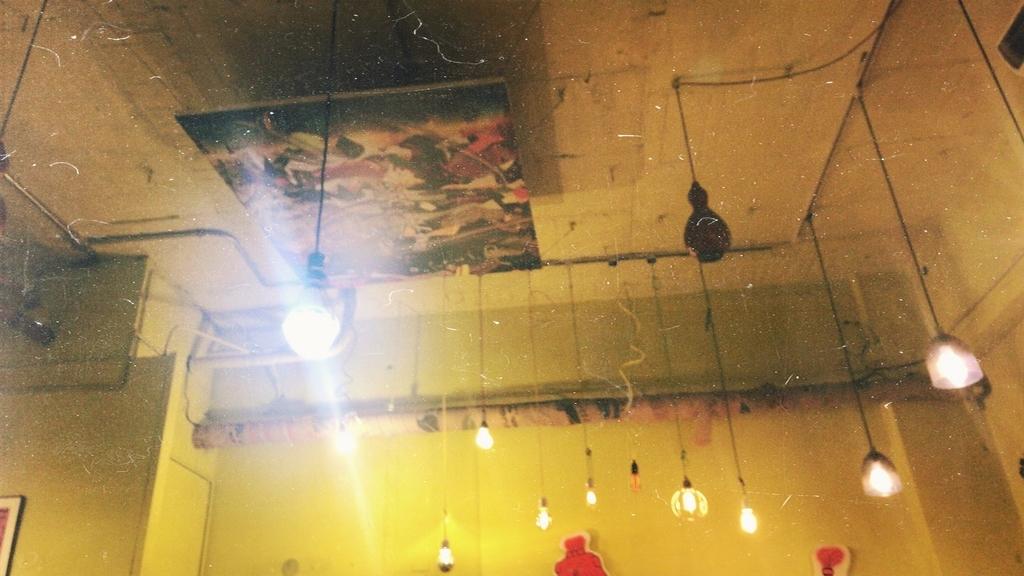 manucoffee の天井とライト