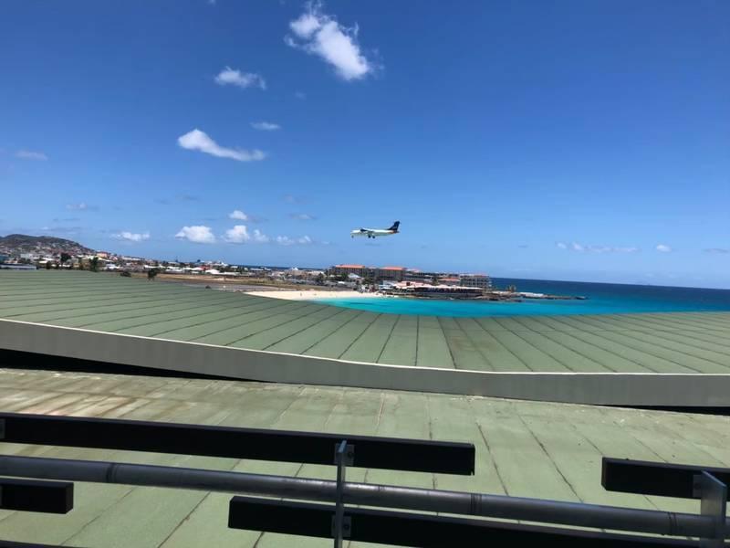 テラスから見える飛行機