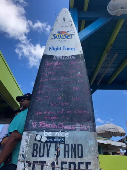 飛行機の着陸時間が書いてある