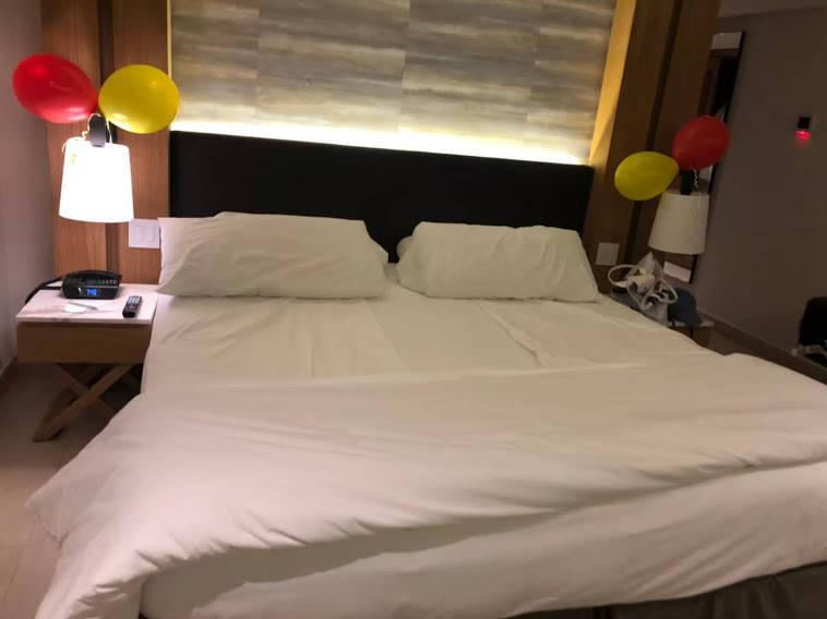 バルーンで飾られたベッド