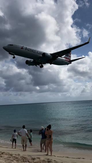着陸直前のジェット機