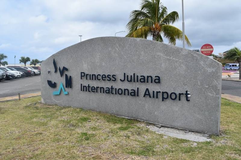 プリンセスジュリアナ空港の看板