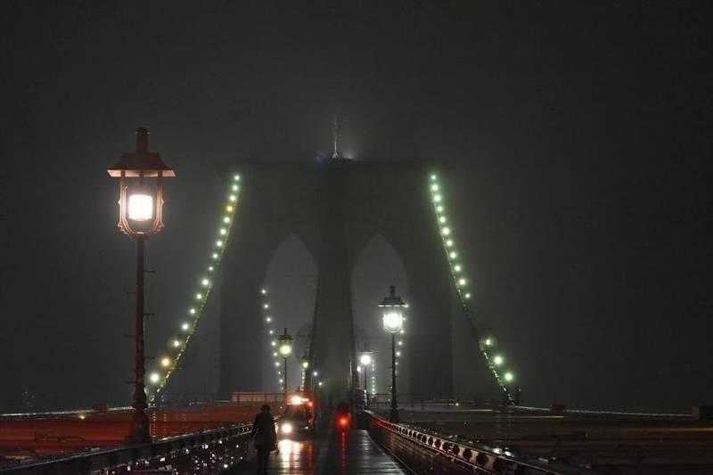 霧のブルックリンブリッジ