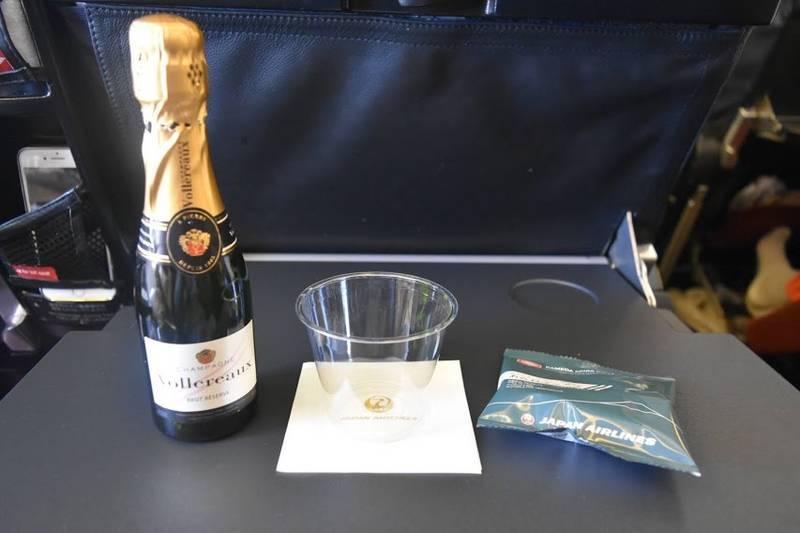 飛行機で飲んだシャンパン