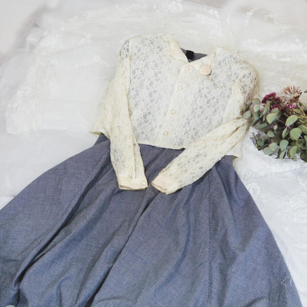 ワンピースにカーディガンを羽織った例