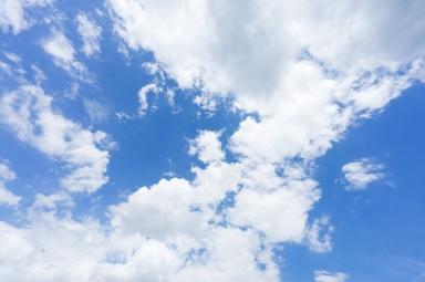 自由を連想する青い空