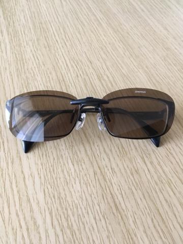 クリップオンサングラスをつけたメガネ