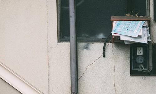 溜まった郵便受け