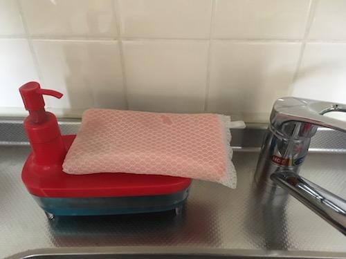 食器洗い用ディスペンサーを設置した様子