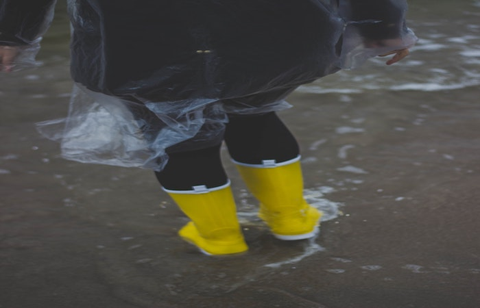 大雨によって道路が洪水状態になった時