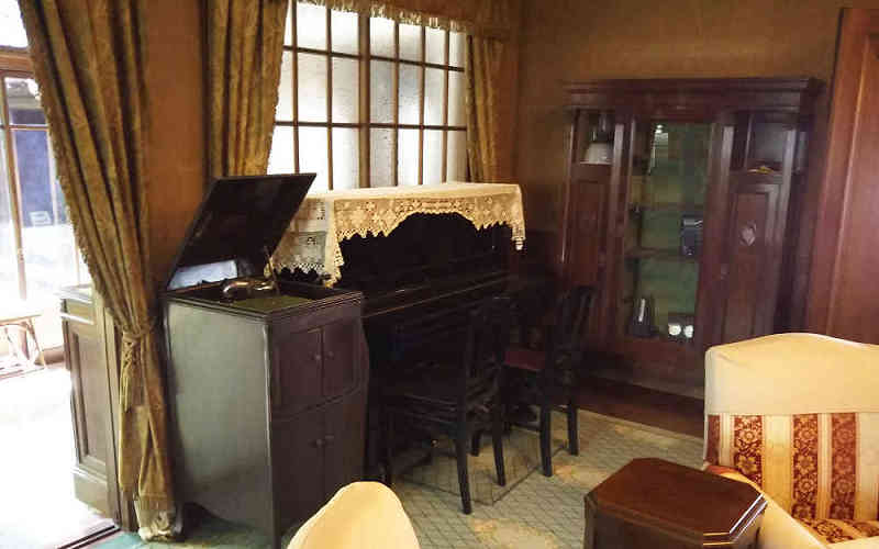 蓄音機とピアノ
