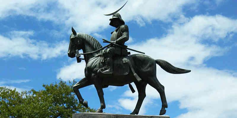 伊達政宗騎馬像のアップ