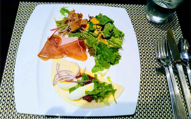 タコスや生ハムのサラダ