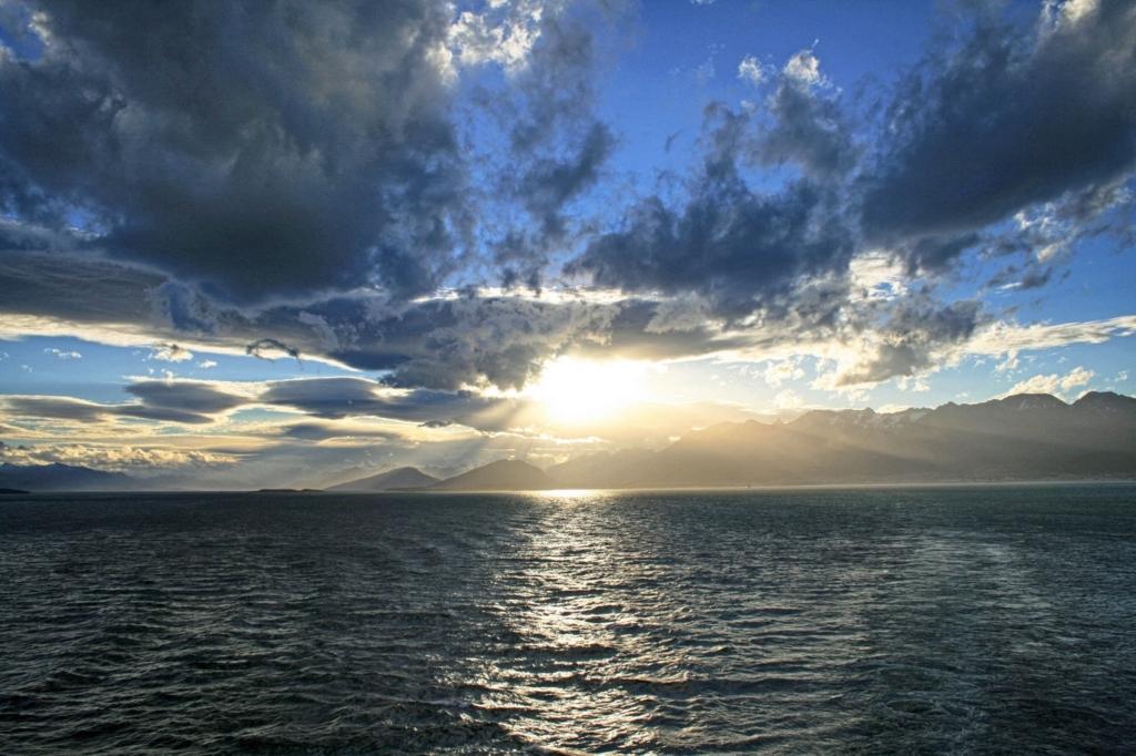 キラキラと輝く日の出