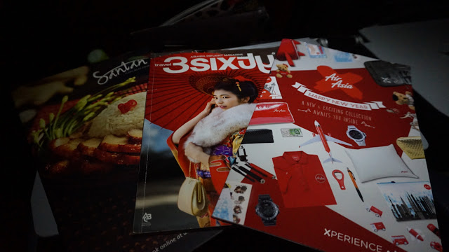 airasia_inside_flight_books