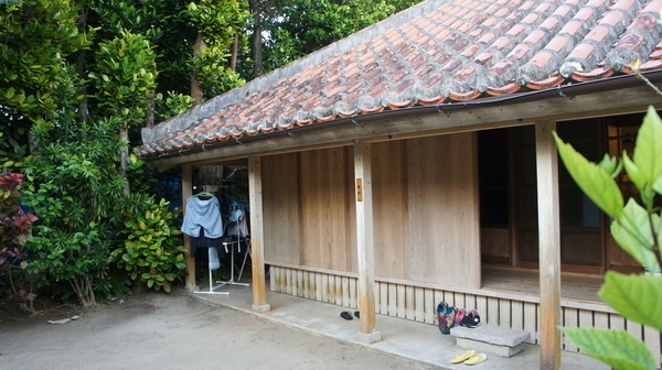 沖縄 古民家の宿 雨戸
