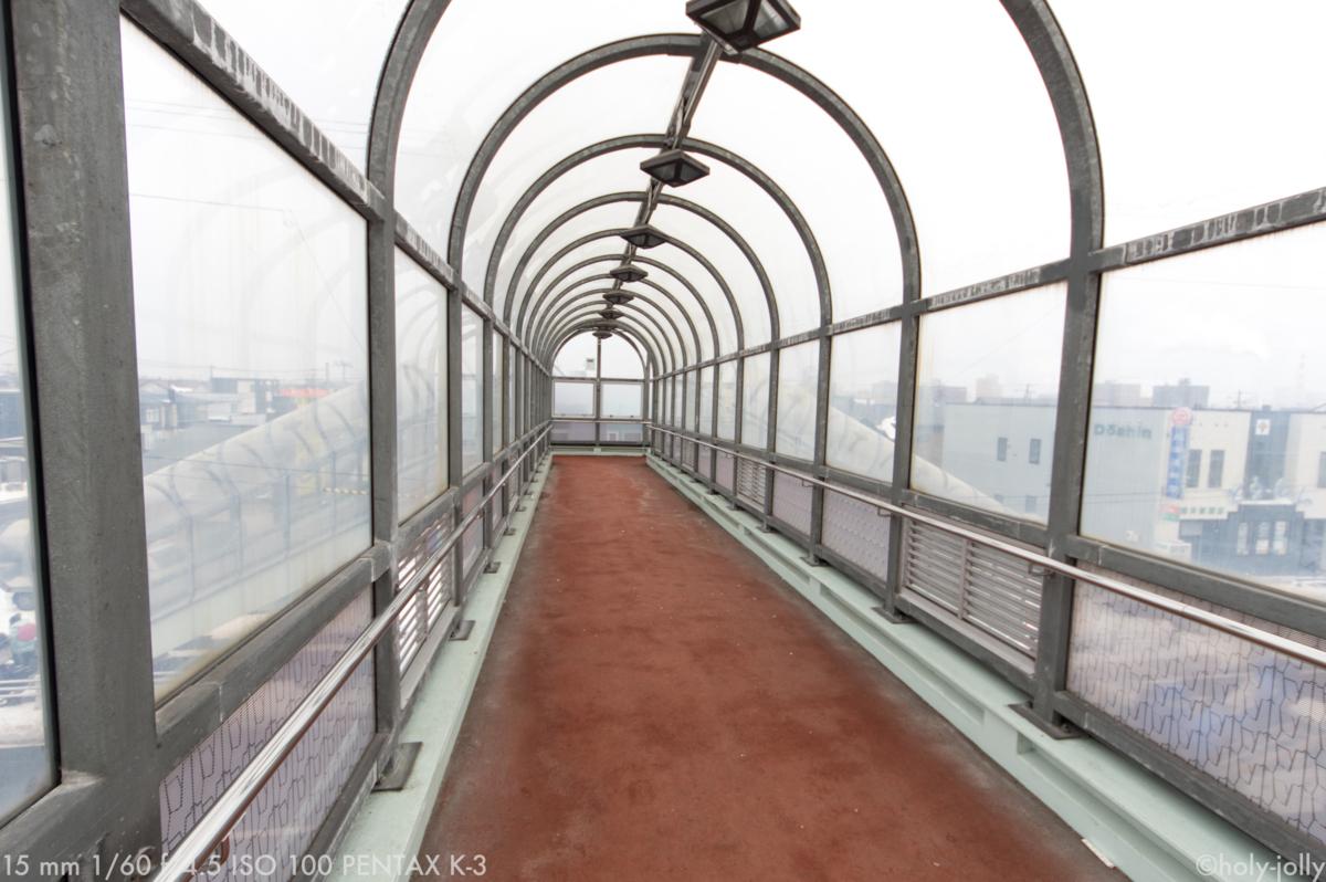 清水歩道橋内部
