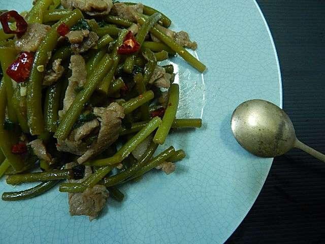 ニンニクの茎と豚肉の甘辛炒め