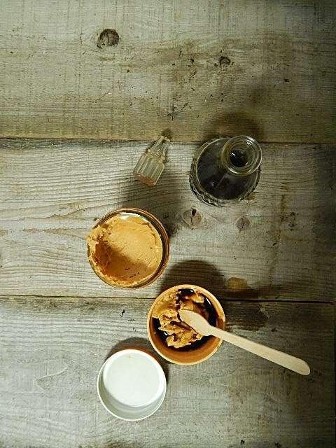 ピーナッツバターと醤油を混ぜる